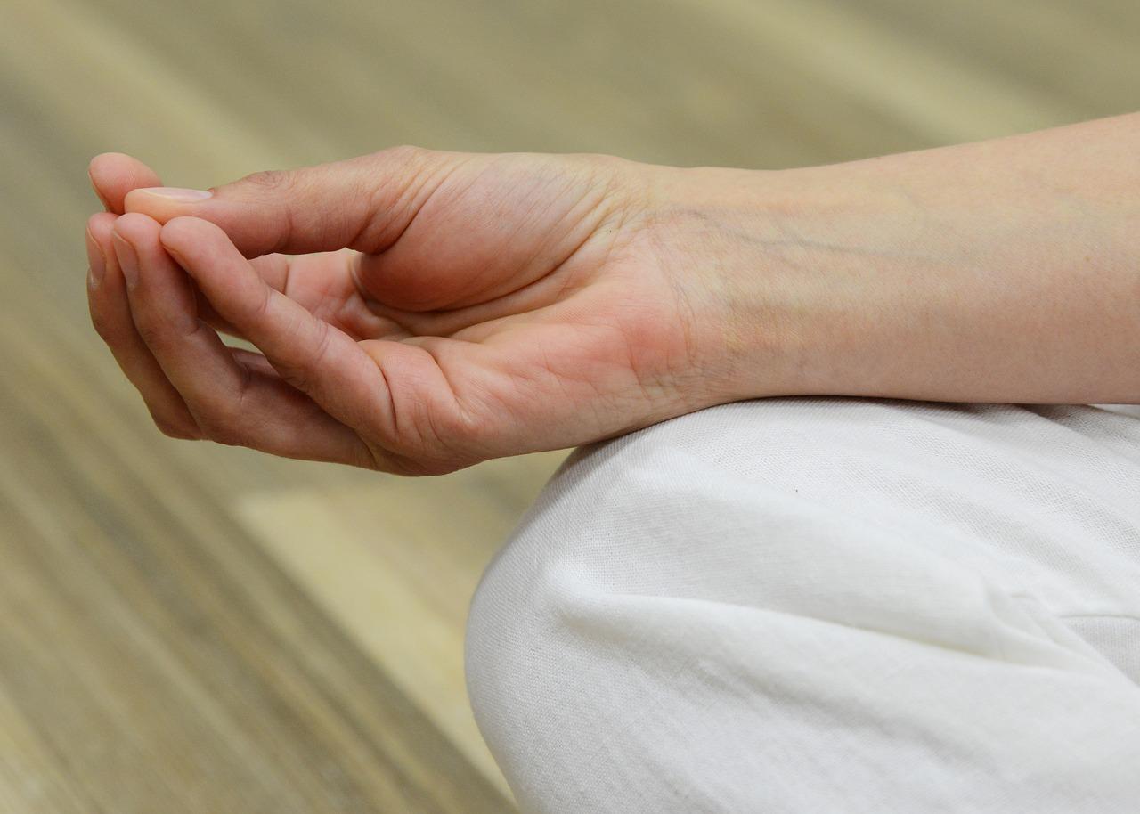 a bal kéz könyökízületének fájdalmainak kezelése