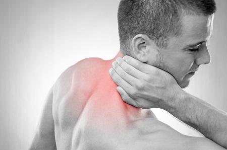 éles, éles fájdalom a vállízületben