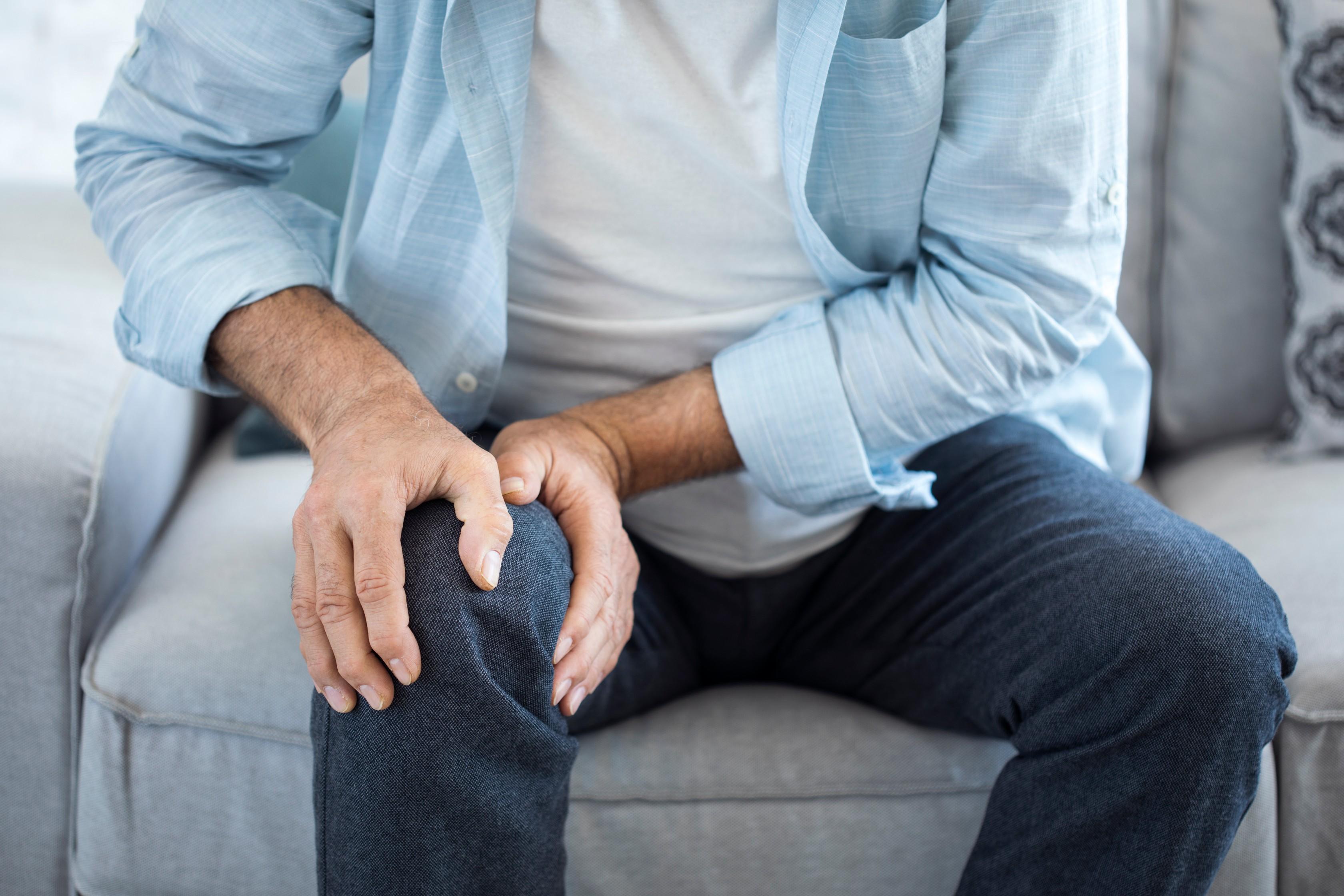 a fájdalom térd műtéten esik át gyógyszer ízületi gyulladás az ujjakon