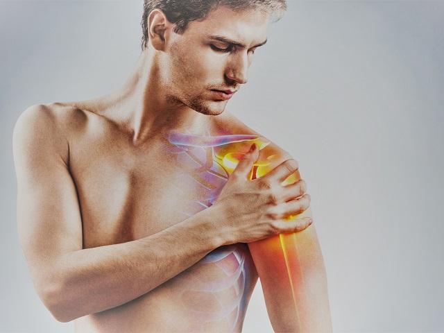 fájdalom a vállízületben, amelyet az orvos kezel
