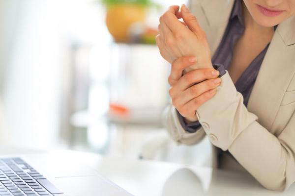 az artritisz fáj a kezemre térdízületek rúgása