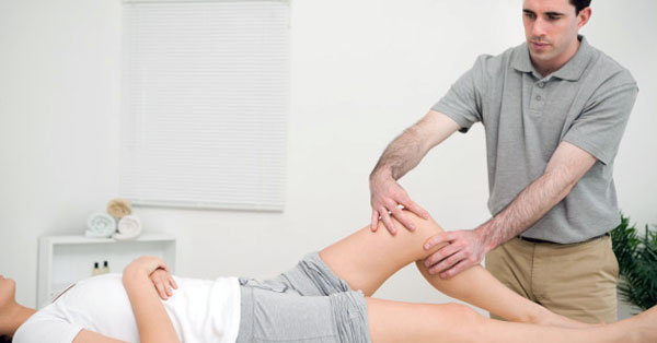 térdrázással, mint kezeléssel a bokaízület duzzanata és fáj