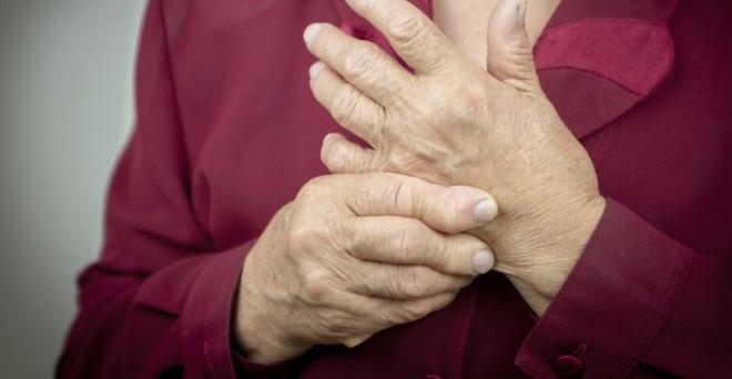 térd sérülés hemarthrosis meleg térd artritiszével