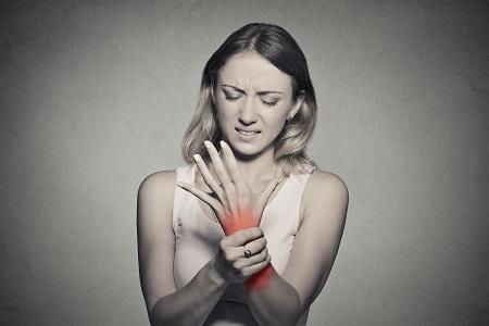 a térdízületek fájdalmainak masszírozói