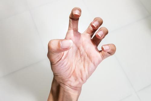 ujjperc fájdalom az ujj ízületének károsodása