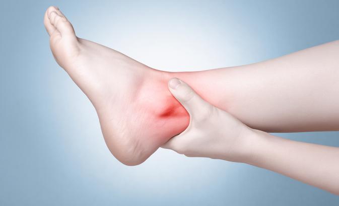 Először tompán fáj, aztán bedagad: a bokaízületi gyulladás jelei - EgészségKalauz